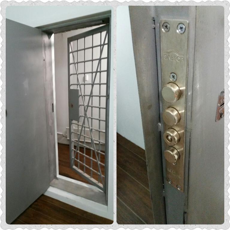 сплошная и решетчатая дверь